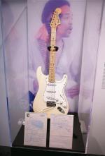 Fender Stratocaster Jimiego Hendrixa z legendarnego Woodstock Festival 1969. Sprzedany za 2 mln dolarów