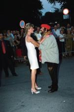 Pavarotti i zaprzyjaźniona z nim księżna Diana na dorocznym koncercie  w Modenie, lata 90.