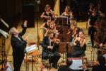 """Fabio Biondi dyrygował wykonaniem """"Halki"""" Stanisława Moniuszki podczas Festiwalu w 2018 r."""
