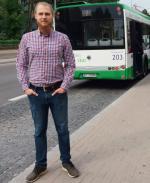 """Rodzimy startup Broomee stworzył napędzany przez sztuczną inteligencję system do optymalizacji tras i """"zamawiania"""" autobusów. Na zdjęciu prezes Stefan Cylwik"""