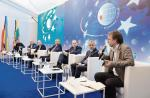 Uczestnicy debaty zgodzili się,  że dziś cyberataki mogą być groźne  dla wielkich instytucji finansowych i całych sektorów gospodarek, dlatego potrzeba kompleksowych systemów ochrony