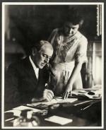 Woodrow Wilson, 28. prezydent USA, z drugą żoną, Edith. Biały Dom, czerwiec 1920 r.