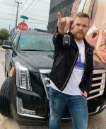 Adam Olejniczak kieruje innowacyjną firmą, która oferuje gościomhoteli przewozy autami premium