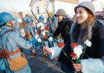 Obchody stulecia powrotu Pomorza i Kujaw do wolnej Polski,  powitanie polskich żołnierzy przez mieszkańców Golubia-Dobrzynia