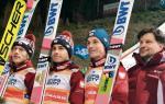Dekoracja po drużynowym konkursie skoków  w Wiśle. Od lewej: Dawid Kubacki, Jakub Wolny, Piotr Żyła  i Jarosław Wittstock