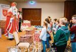 Rozdawanie prezentów dzieciom w Rzeszowie, Boże Narodzenie 2018 r. Materiały prasowe