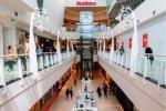 W maju Polacy ochoczo ruszyli do tradycyjnych sklepów