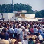 Msza święta celebrowana przez Jana Pawła II na krakowskich Błoniach podczas I pielgrzymki papieża do Polski, 10 czerwca 1979 r.