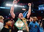Tyson Fury przegnał swoje demony, schudł 60 kg i pokonał Deontaya Wildera. Teraz czeka na walkę  z Anthonym Joshuą. Pojedynku  o absolutne mistrzostwo świata wagi ciężkiej z udziałem dwóch Brytyjczyków jeszcze nie było. To powinien być w przyszłym roku wielki sportowy i finansowy hit. Może już z publicznością
