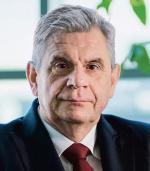 Jacek Oko, prezes Urzędu Komunikacji Elektronicznej, szykuje aukcję, która już raz została odwołana