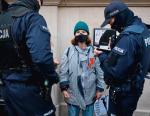 Osoby ukarane mandatami podczas protestów często bronia się przed karami w sądach