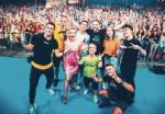 Rezi czy Ekipa to absolutna czołówka rodzimych internetowych influencerów.  W sieci mają  po kilka milionów obserwujących, a na imprezach na żywo ogląda ich (tak jak  w 2019 r.  w krakowskiej Tauron Arenie) nawet ponad 20 tys. fanów