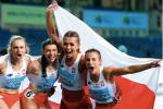 Kamila Ciba, Marlena Gola, Klaudia Adamek i Paulina Guzowska po zwycięstwie w sztafecie 4x200 m