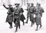 Francuscy żołnierze bez oporu poddawali się Niemcom. Koniec maja 1940 r.