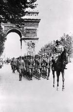 Przemarsz zwycięskich wojsk Wehrmachtu.  Paryż, Pola Elizejskie, 14 czerwca 1940 r.