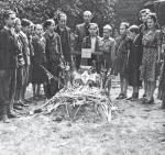 Podczas 63 dni walk zginęło wielu powstańców. Na zdjęciu: pogrzeb 15-letniego Zbigniewa Banasia, ps. Banan (zm. 17 sierpnia 1944 r.) – polskiego harcerza, członka Szarych Szeregów
