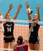 Mecz z Serbią. Blokują Maria Liktoras (z lewej) i Anna Podolec