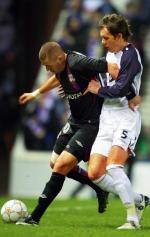 Karim Benzema (z lewej) strzelił wczoraj dwa gole w Lidze Mistrzów. Pierwszego w barwach Lyonu również zdobył w tych rozgrywkach – w 2005 roku w meczu z Rosenborgiem