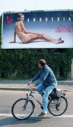 Kampania przeciwko anoreksji na ulicach Mediolanu