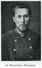 Bronisław Piłsudski (1866 – 1918) starszy brat Józefa. Skazany na 15 lat zesłania. Wybitny etnograf, badacz kultury Ajnów