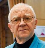 Dr Maciej Kierył wykłada  na Uniwersytecie Łódzkim. Założył i prowadzi Pracownię Muzykoterapii w Centrum Zdrowia Dziecka w Warszawie