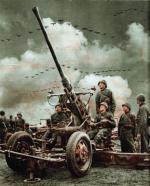 """Działo przeciwlotnicze Bofors kal. 40 mm na stanowisku, fotografia z czasopisma """"Promień Słońca"""", 1938 r."""