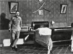 Józef Piłsudski w swojej sypialni w Belwederze