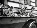 Józef Piłsudski wyjeżdża sprzed gmachu GISZ do Sulejówka. 1929 rok