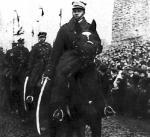 Witold Pilecki na czele przedwojennej defilady kawalerii