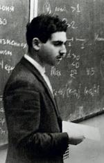 Grigorij Perelman unika rozgłosu.  To zrobione podczas wykładu zdjęcie pochodzi  z 1980 roku