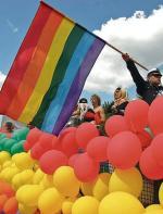 80 proc. Polaków uważa, że geje nie powinni zawierać związków  małżeńskich. Na zdjęciu Parada Równości, Warszawa 2008 r.
