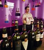 Producenci wódki i piwa uważają, że czarnym koniem na polskim rynku alkoholi może okazać się wino