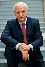 Gdy mówię: jestem niezależnym, bezpartyjnym kandydatem,  to nie ma znaczenia, że popiera mnie jedna, druga, trzecia partia  – twierdzi Andrzej Olechowski
