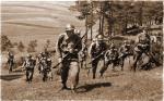 Żołnierze polscy w drodze na pozycje