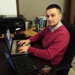 Filip Pawczyński, przedsiębiorca IT  z Koszalina,  produkuje niedrogie  i łatwo dostępne koparki do  wydobywania  bitcoinów, podłączane  przez USB.