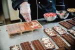 Produkcja czekolady bean-to-bar w Manufakturze Czekolady Chocolate Story.