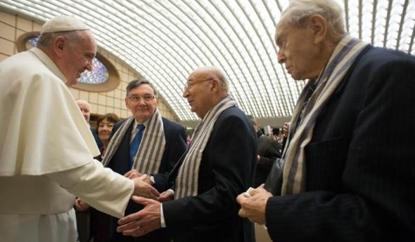 Papież Franciszek podczas spotkania z byłymi więźniami obozu w Auschwitz