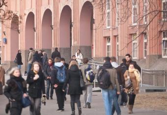 Szkoły wyższe stoją nad przepaścią