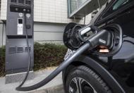 W Europie coraz szybciej przybywa aut na prąd