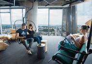 Huśtawki, pufy, lunety – tak wyglądają nowoczesne biura
