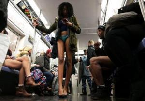 Bez spodni do metra? Tylko dla odważnych!