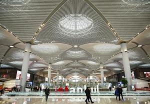 Lśniące i pachnące nowością lotnisko w Stambule już pracuje na pełnych obrotach