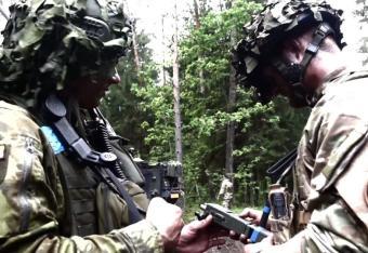 Żołnierzy NATO w Estonii ostrzegają przed ładnymi szpiegami