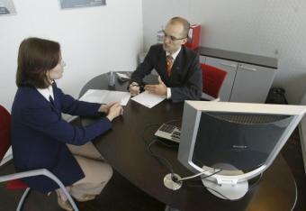 Firmy coraz chętniej zatrudniają na etacie