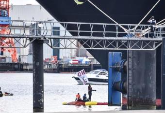 Obrońcy środowiska zablokowali statek wycieczkowy