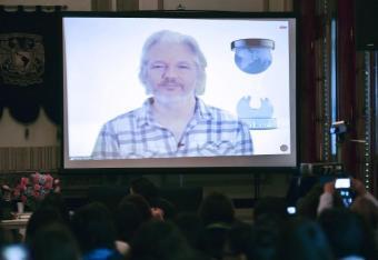 Lunch z Assange'em? Licytuj