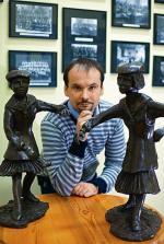 Dyrektor żeńskiego gimnazjum i liceum im. Cecylii Plater-Zyberkówny  Artur Górecki