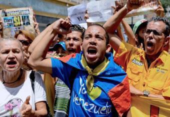 Następca Chaveza przegrywa