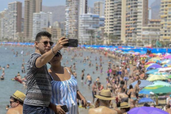 Betlej: Touroperatorzy odnawiają gwarancje, to dobrze rokuje