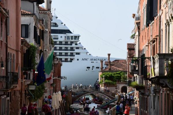 Wenecja wygania statki wycieczkowe z centrum